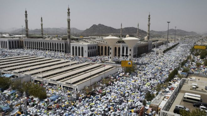 En Arabia Saudita consideran un pecado el robo de wifi-http://ichef-1.bbci.co.uk/news/ws/660/amz/worldservice/live/assets/images/2015/09/25/150925231338_hajj_idt_624x351_getty_nocredit.jpg