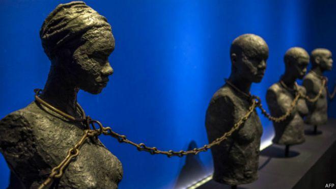 Bustos de esclavos en museo de Reino Unido