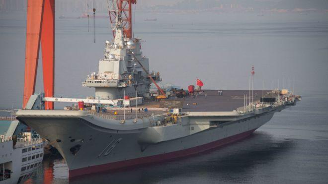 中國第一艘航母「遼寧號」是滑躍式甲板(資料照片)