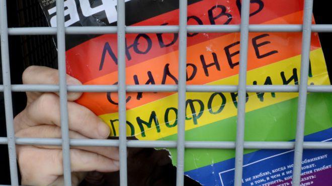 Гей-активист в автозаке