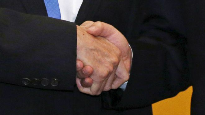 马英九与习近平握手