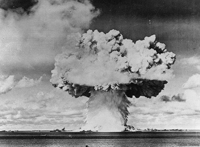 Американский испытательный ядерный взрыв на атолле Бикини