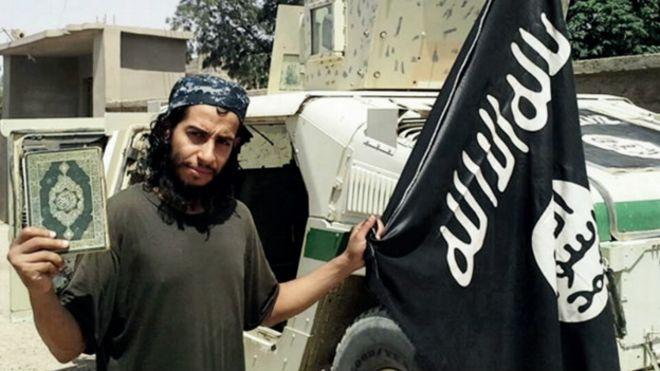 Delinquência veio antes de religião em trajetória de extremistas na França