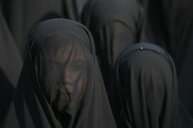 http://ichef-1.bbci.co.uk/news/ws/660/amz/worldservice/live/assets/images/2015/11/19/151119164004_burka_index_624x415_afp_nocredit.jpg