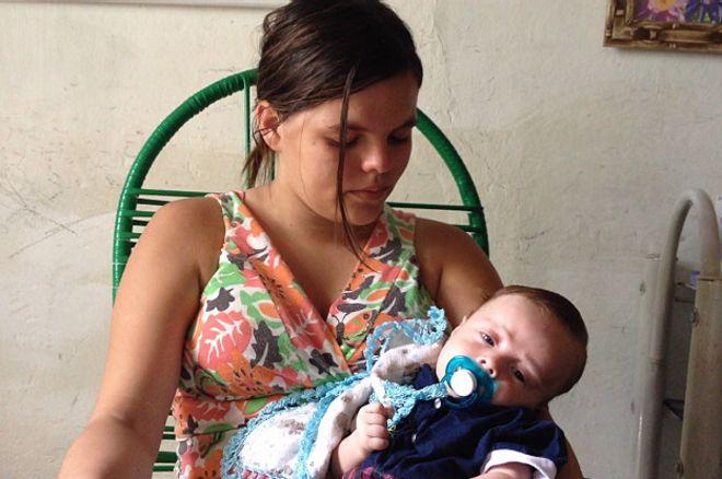Valéria Barros e Arthur | Foto: Camilla Costa/BBC Brasil