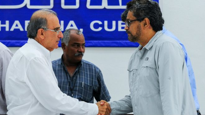 El exvicepresidente Humberto de la Calle y el jefe guerrillero Iván Márquez.