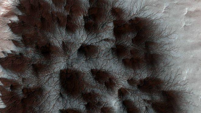 """Marcas de """"aranhas"""" em Marte"""