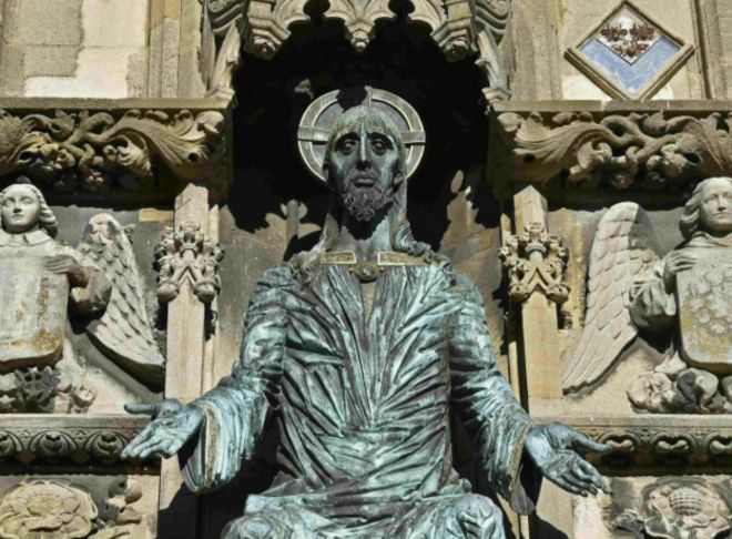http://ichef-1.bbci.co.uk/news/ws/660/amz/worldservice/live/assets/images/2016/01/15/160115172118_religious_statue_canterbury_cathedral_624x460_reuters_nocredit.jpg
