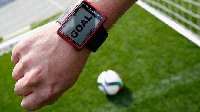 Un árbitro con un reloj