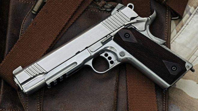 Mundo loco ee uu la defensora del uso de armas de fuego - Pistolas para lacar ...