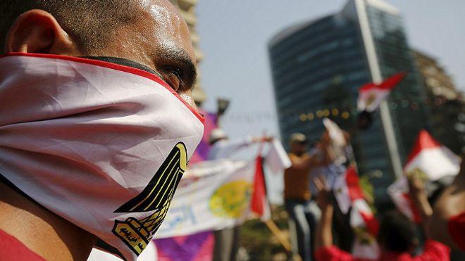 http://ichef-1.bbci.co.uk/news/ws/660/amz/worldservice/live/assets/images/2016/04/26/160426221136_egypt_protest_640x360_reuters_nocredit.jpg