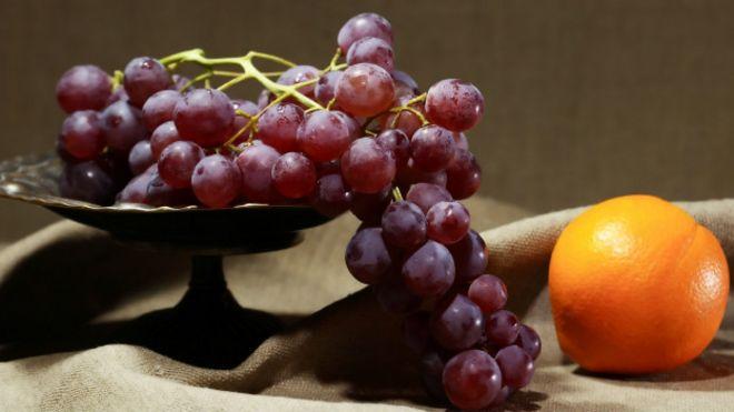 Uvas rojas y naranja