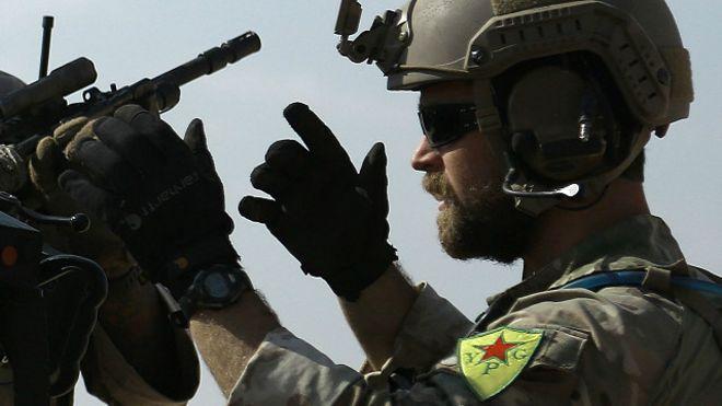 الجيش الأمريكي يأمر قواته في سوريا بنزع الشارات الكردية