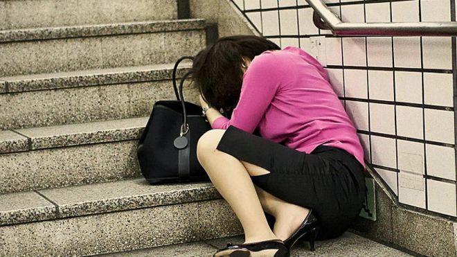 http://ichef-1.bbci.co.uk/news/ws/660/amz/worldservice/live/assets/images/2016/06/08/160608114102_japanese_woman_sleeping_steps_624x351_adrianstoreyuchujin_nocredit.jpg