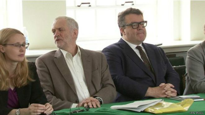 نواب حزب العمال البريطاني المعارض يحجبون الثقة عن زعيم حزبهم جيرمي كوربن في تصويت غير ملزم