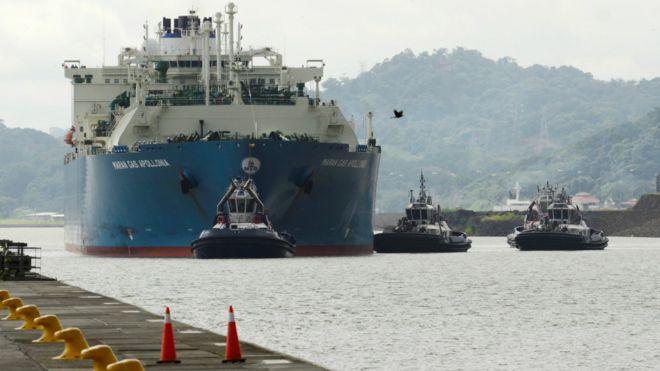 中國集裝箱貨輪撞上巴拿馬運河新船閘