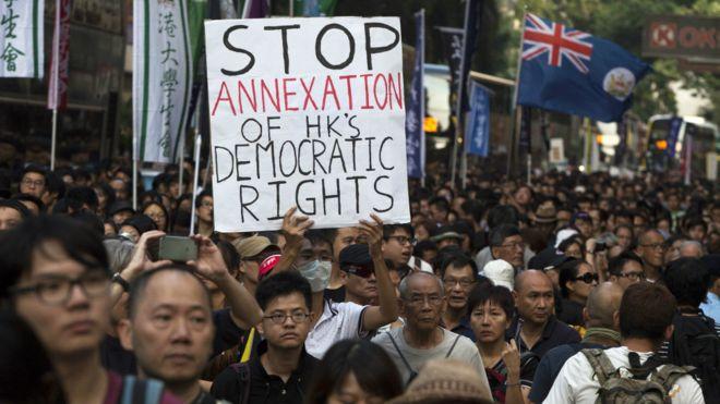 组织游行的民间人权阵线称有1.1万参与周日的反人大释法游行