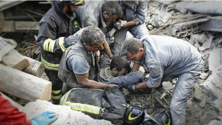 زلزال يضرب ايطاليا يعتبر الاعنف