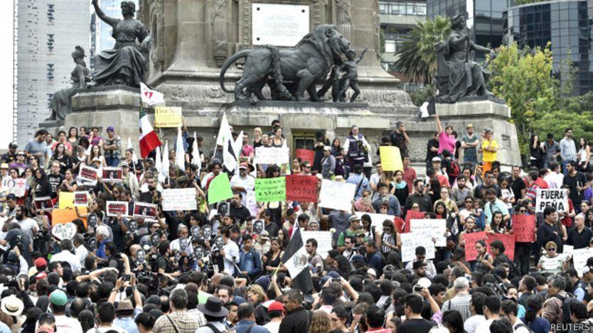 Manifestación por los asesinatos de Rubén Espinosa y cuatro mujeres