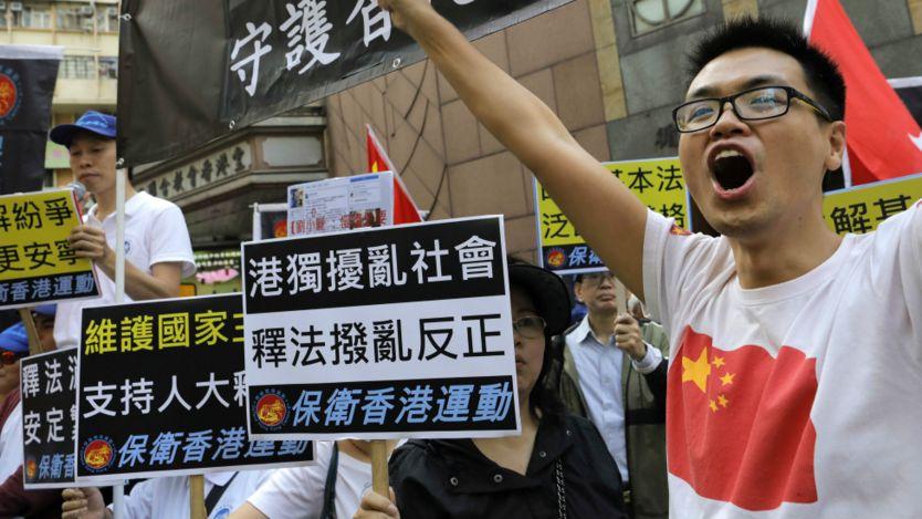 """亲北京团体叫喊支持""""释法""""口号(6/11/2016)"""