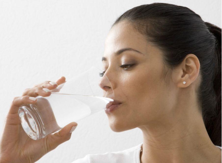 ¿Qué le pasa a tu cuerpo cuando dejas de beber agua?