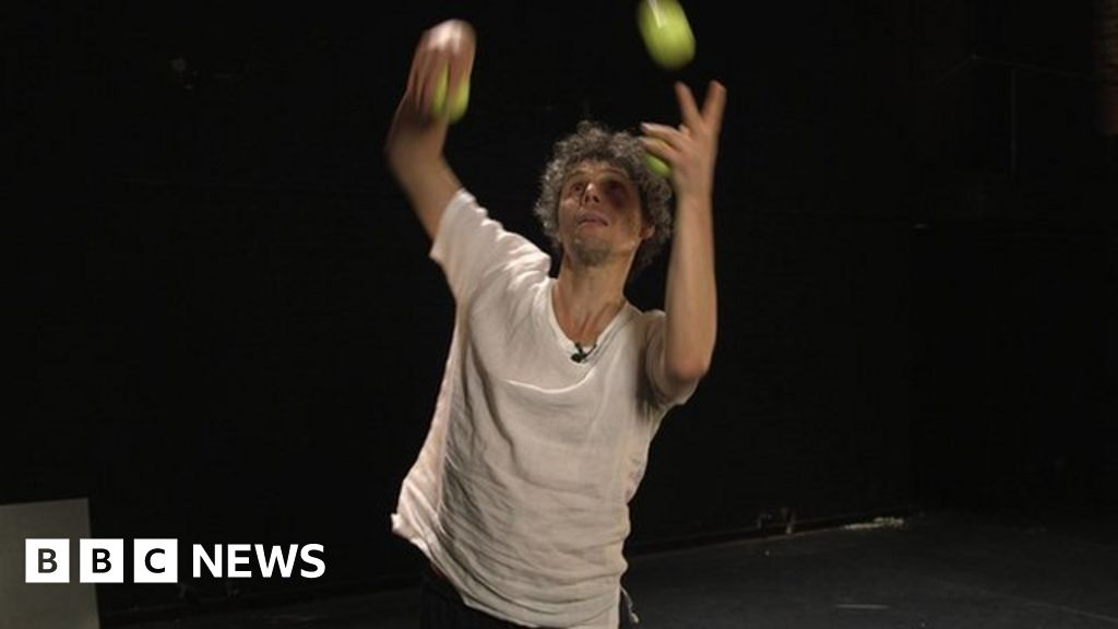 The man obsessed with juggling - BBC News