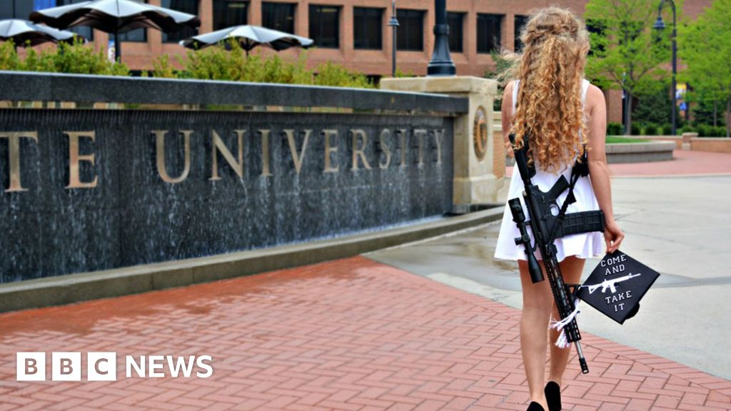 101617486 bennett2 976getty - Why this girl wore a gun at graduation