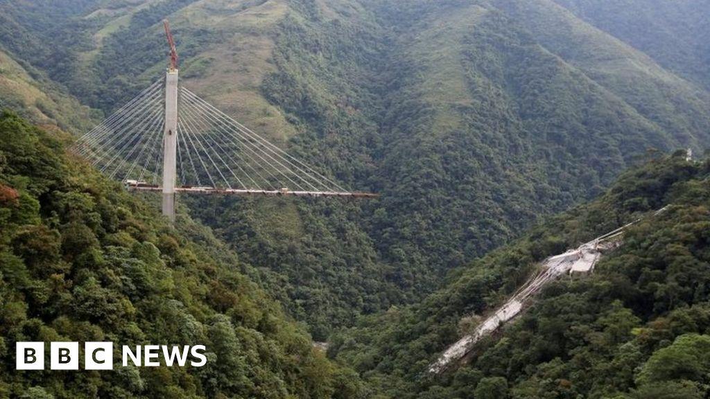 Colombia bridge collapses killing nine