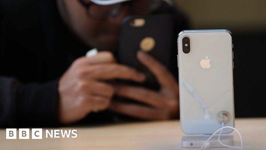 Apple sells fewer phones but profits rise