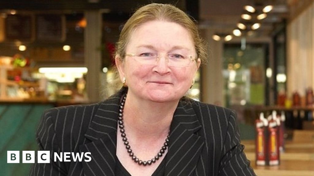 University of Bath vice-chancellor voted out in pay row