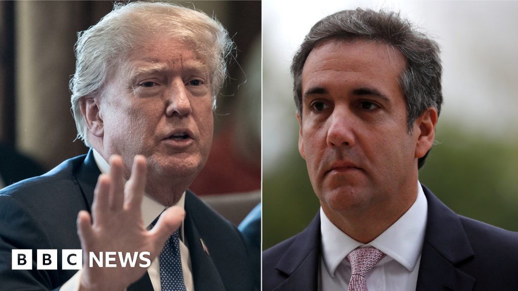 Trump hits out at 'disgraceful' FBI raid