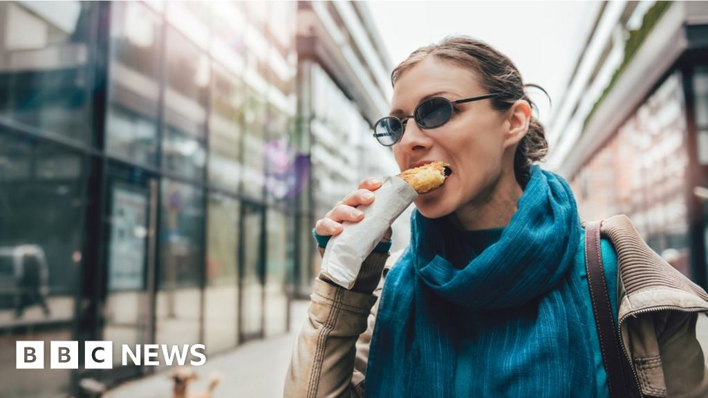 A third of UK adults 'underestimate calorie intake '