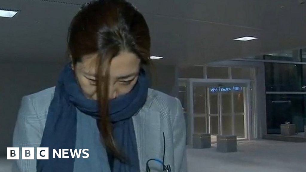 Korean Air 'nut rage' sisters step down