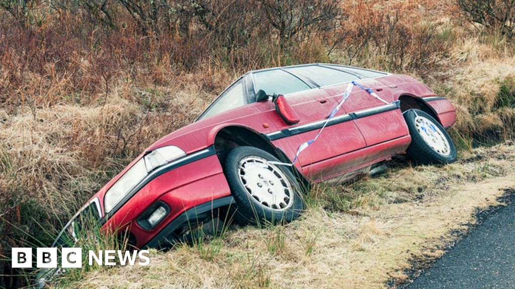 Car insurance cost drops for first time in three years