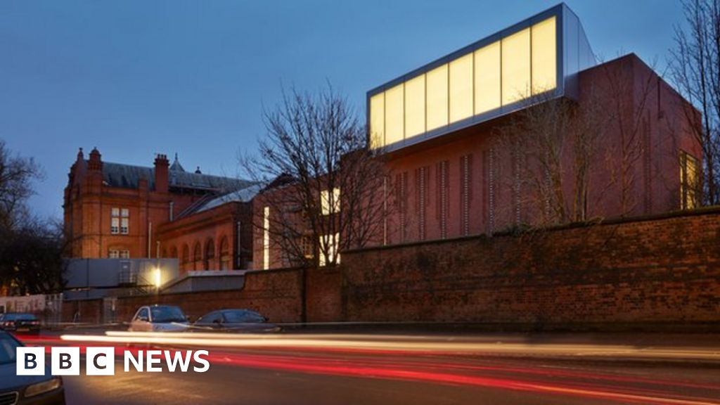Whitworth gallery extension up for stirling architecture for Extension architecte