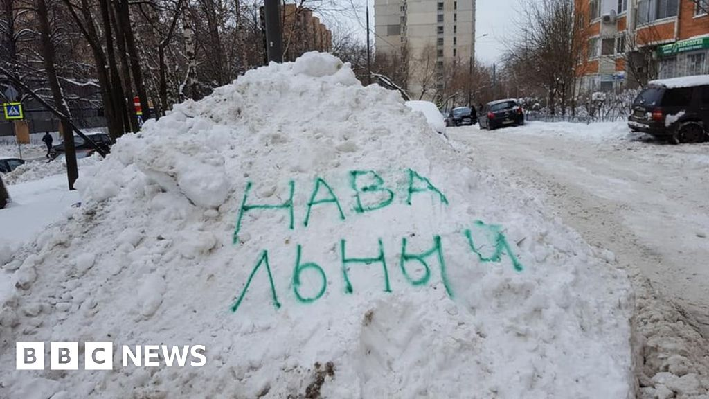 Kremlin critic's name gets snow cleared
