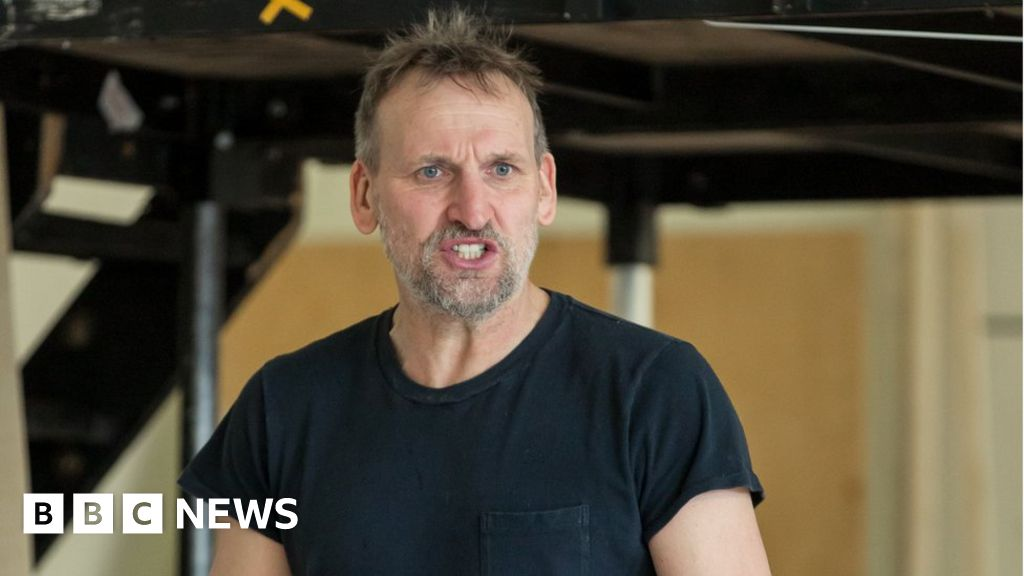 "Christopher Eccleston: Northern accent ""held me back"""