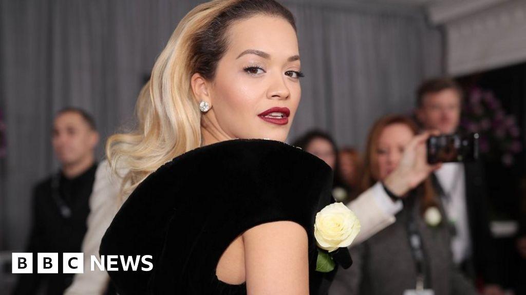 Grammys 2018: White roses on the red carpet