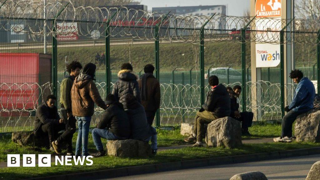 Migrant crisis: France's Macron visits Calais amid tensions