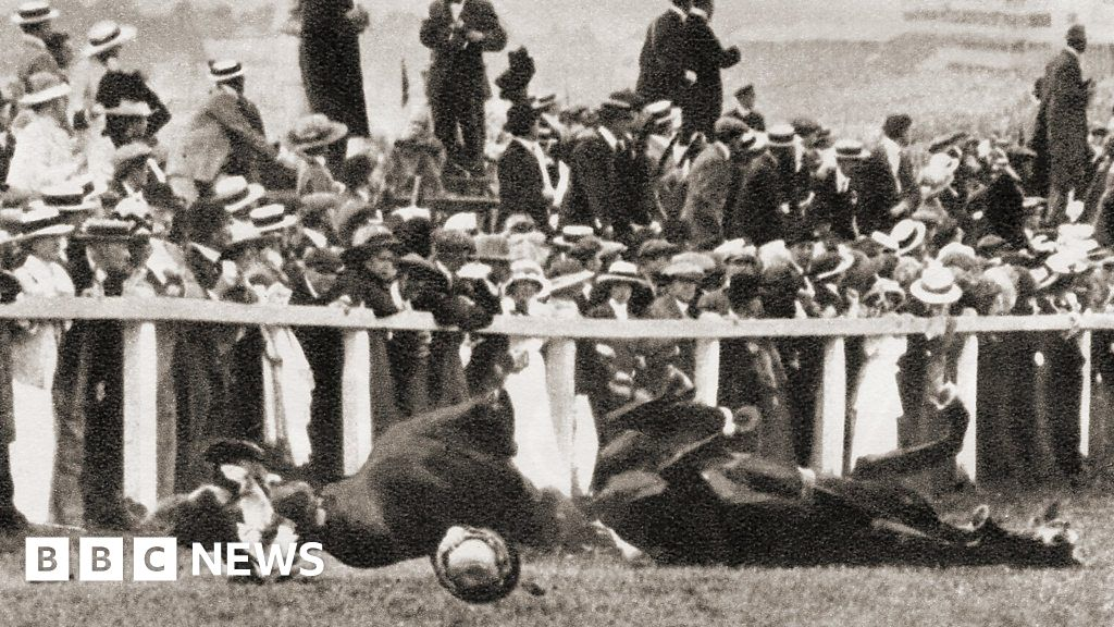 Suffragettes emily davison 39 s death at epsom derby bbc news for 2b cuisine epsom downs