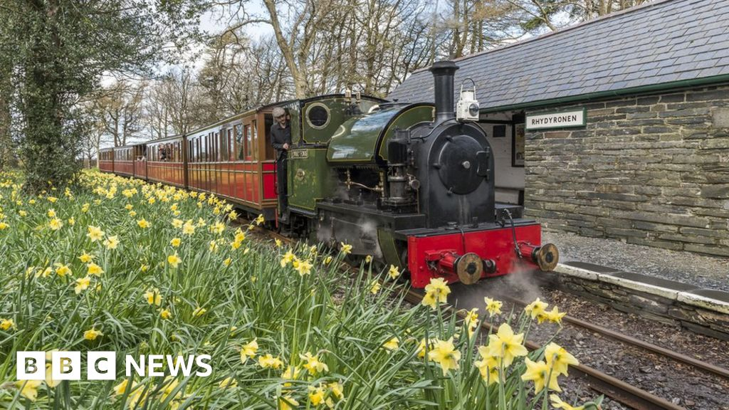 Talyllyn Railway offers free travel for 'local heroes'