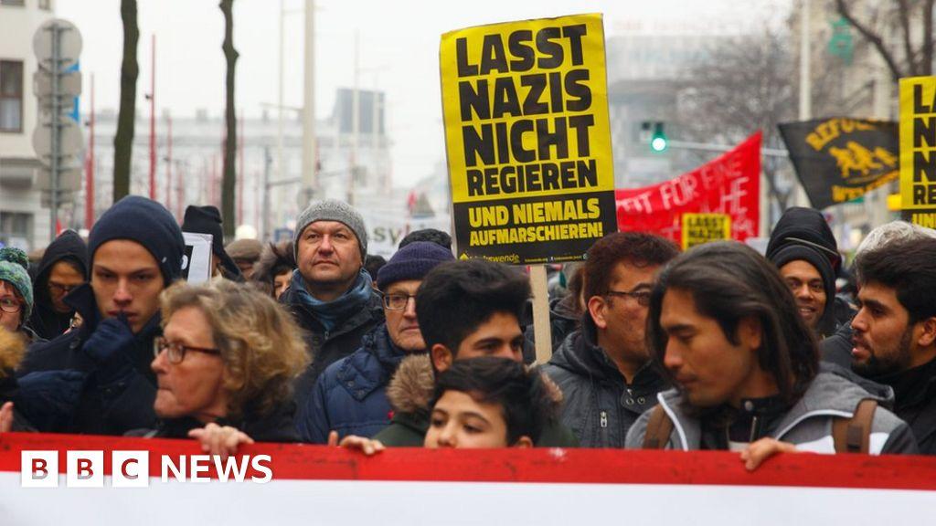 Austria: Protests in Vienna over far-right in coalition