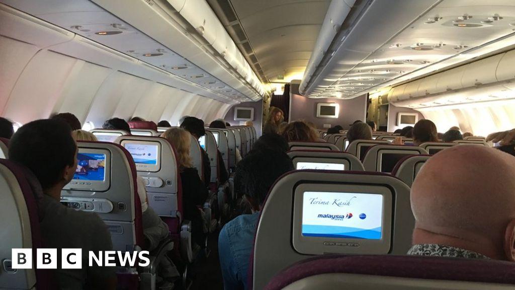 'Shuddering' flight turns back to Australia