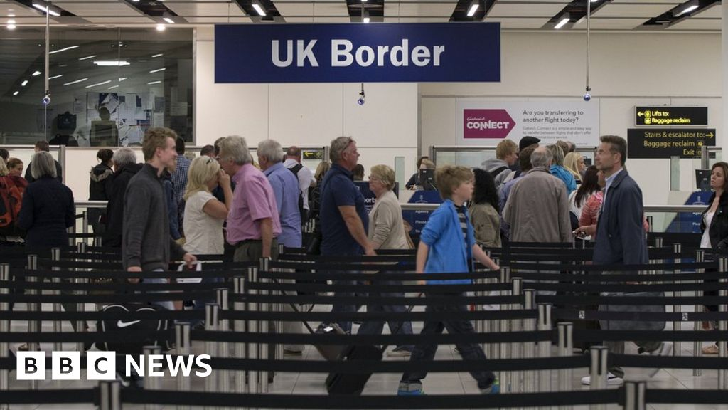 Migration figures: Record numbers of EU nationals leaving UK