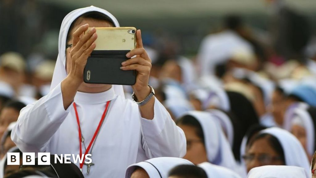 101589084 gettyimages 881366080 - Pope affords nuns social media instructions