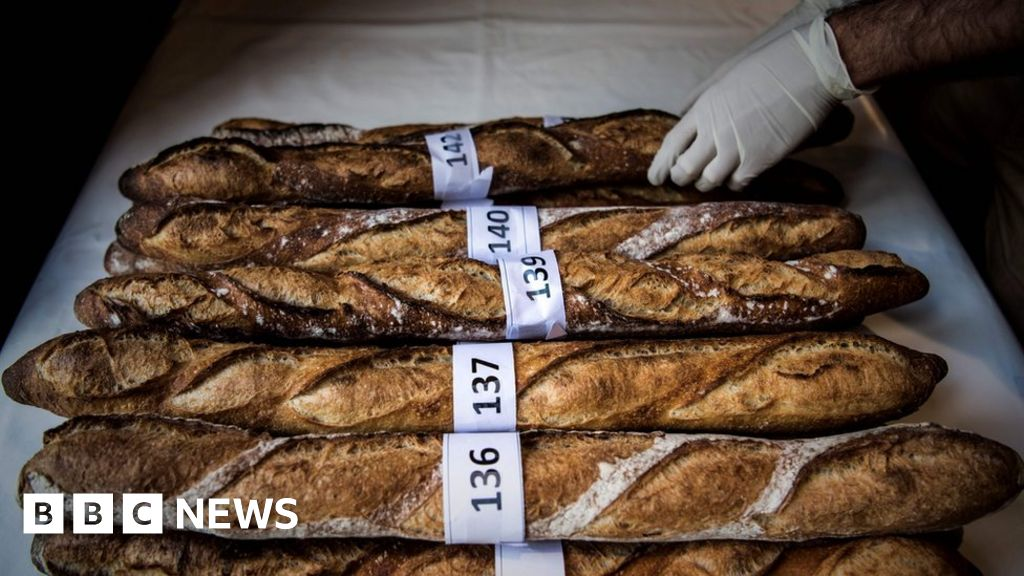 Macron demands UN protection for baguette