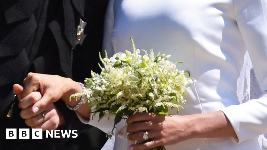 Bouquet to lie on tomb of unknown warrior