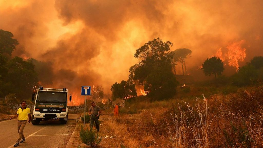 Sicily fire crew 'caused fires for cash'