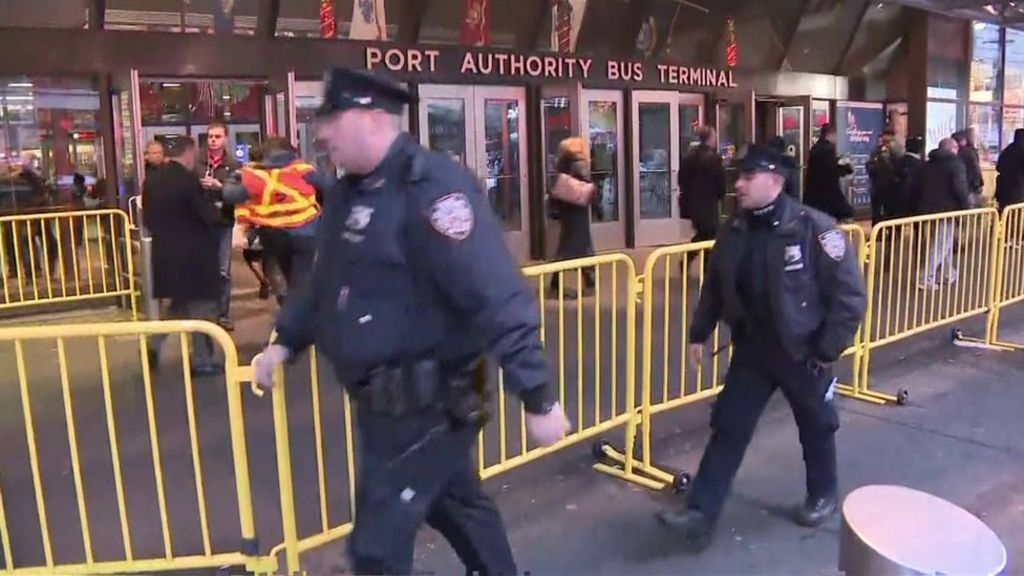 New York: 'Explosion' at Manhattan bus terminal
