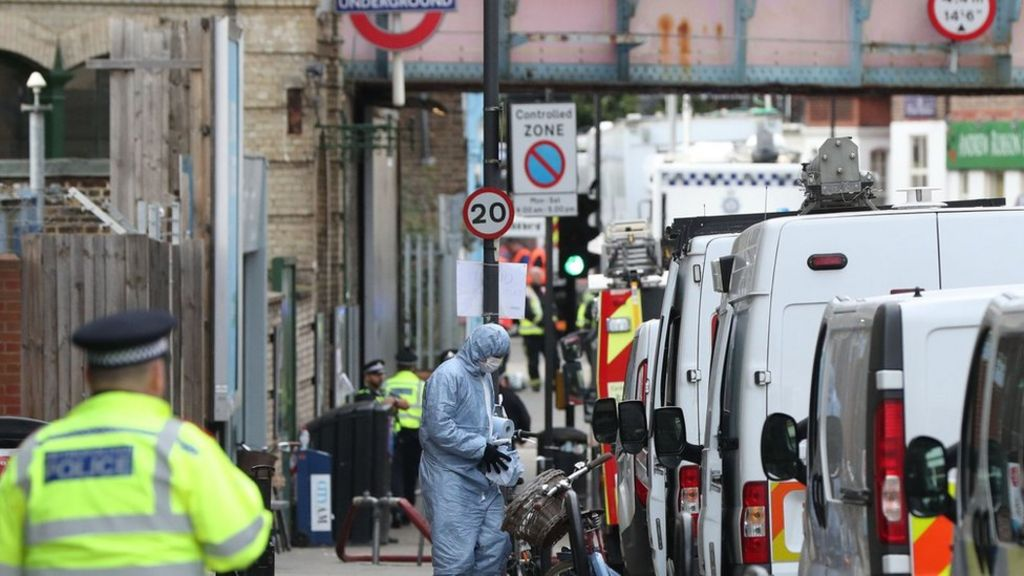 Parsons Green: Man arrested over Tube bombing